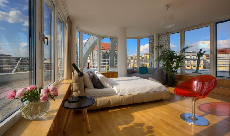 Bright apartment - Glass Rooftop Apartment - Prague - rentals