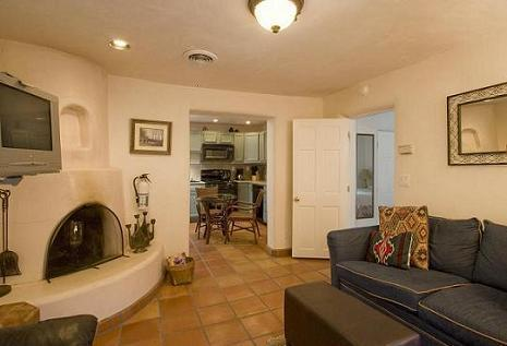 Cozy Den with pull out sofa - Casas De Guadalupe - Casita B - walk to the plaza - Santa Fe - rentals