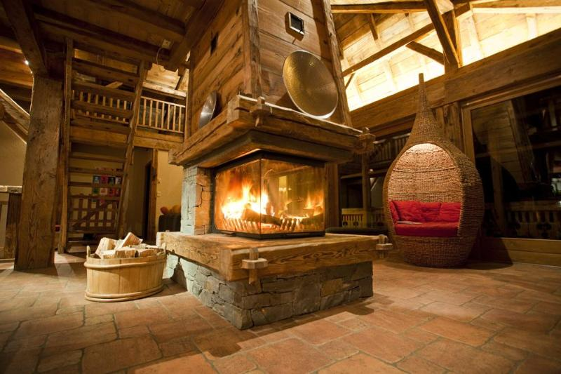 The Central Open Fireplace - The Retreat, a lovingly restored 19th century farm - Morzine-Avoriaz - rentals