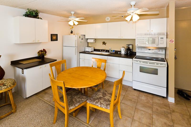 Waikiki Banyan - Waikiki Banyan Tower 1 Suite 1609 - Waikiki - rentals