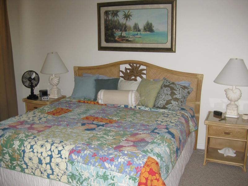 Master bedroom with king bed.  Master bath has two sinks and walk in shower - Carriage home in Majestic Palms sleeps 6 - Fort Myers - rentals