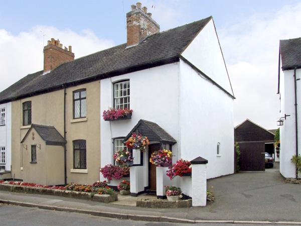 NUMBER 7, pet friendly, character holiday cottage, with a garden in Allestree, Ref 4104 - Image 1 - Derby - rentals