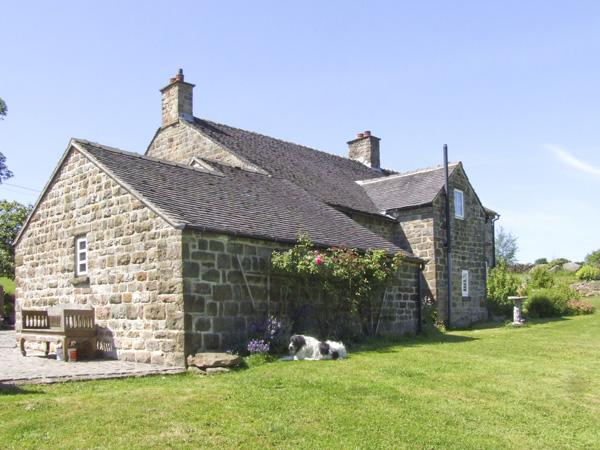 WILLOW HOUSE COTTAGE, pet friendly, country holiday cottage, with a garden in Winkhill, Ref 4095 - Image 1 - Leek - rentals