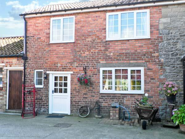 WOODLANDS COTTAGE, pet friendly, character holiday cottage, with hot tub in Snainton, Ref 3912 - Image 1 - East Ayton - rentals