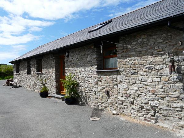 YR HEN BEUDY, family friendly, country holiday cottage, with a garden in - Image 1 - Ceredigion - rentals