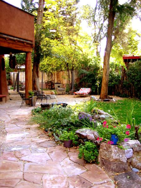 Lush private oasis in heart of town, professionally landscaped, covered patio, ancient trees - Adobe Arboleda (House of the Arbor or Grove) - Taos - rentals