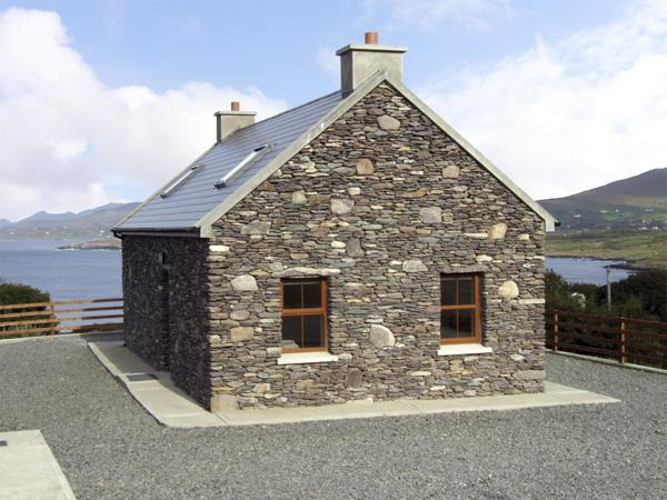 CAHIRKEEN COTTAGE, pet friendly, with a garden in Allihies, County Cork, Ref 4355 - Image 1 - Allihies - rentals