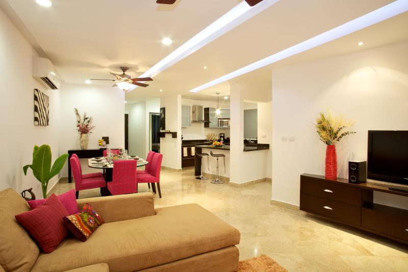 Open Plan Living Space is perfect for any occasion - Great 2Bed/2Bath Condo-Steps Mamitas Beach/5th Ave - Playa del Carmen - rentals