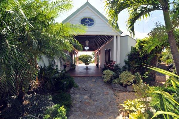 Secluded, quiet villa with lush gardens & attractive pool WV JAX - Image 1 - Gouverneur - rentals