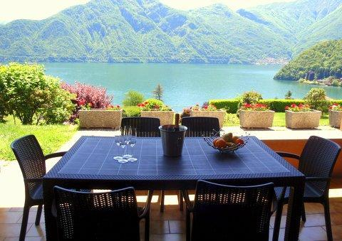 A table with a view please. Lake view dining on your private terrace - Mezzegra Majestic Vista - Como - rentals