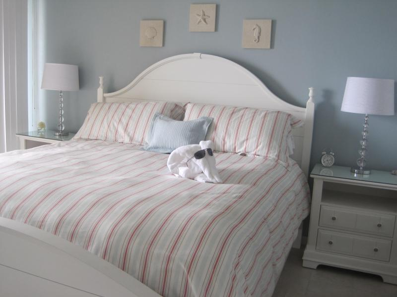 A n Elegant and Serene Master Suite to fit a king - Now Till Dec 22....$95/nts or $811.08/7nts total - Panama City Beach - rentals