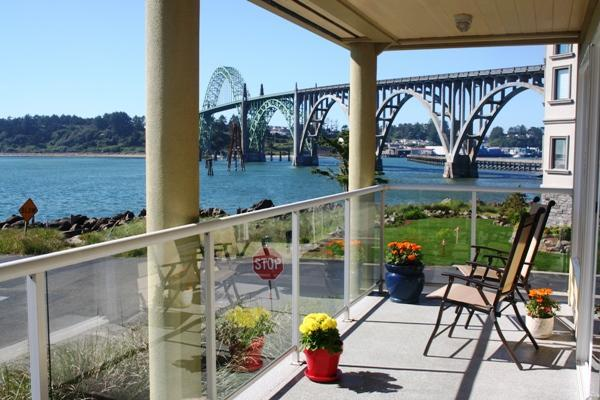 Beautiful views of the Yaquina bridge and jetty - Happy Clam  Best Rental  in Newport w/ Great Views - Newport - rentals