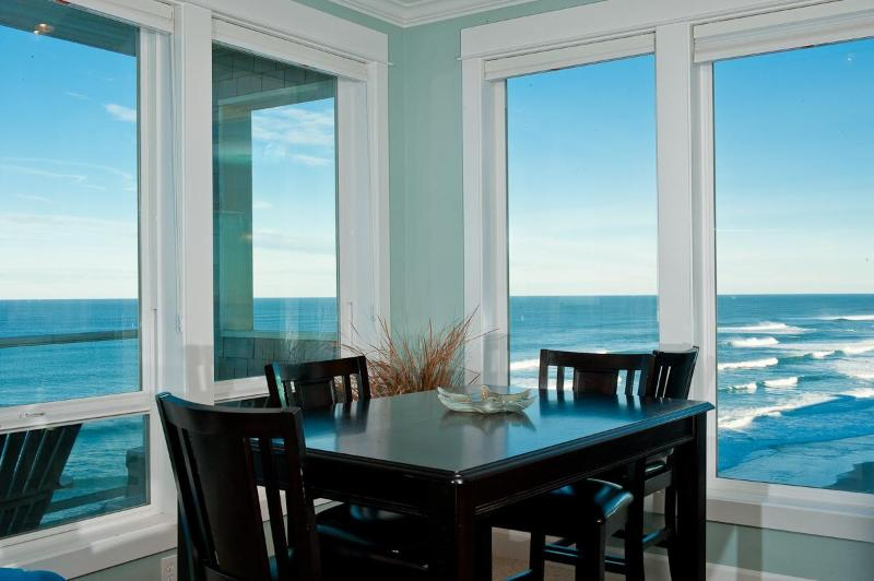Oceanfront Views - Book now at www.KeystoneVacationsOregon(dot)com - *Promo!* - Oceanfront Luxury Condos - Private Hot Tubs, Indoor Pool, HDTVs, WiFi - Lincoln City - rentals