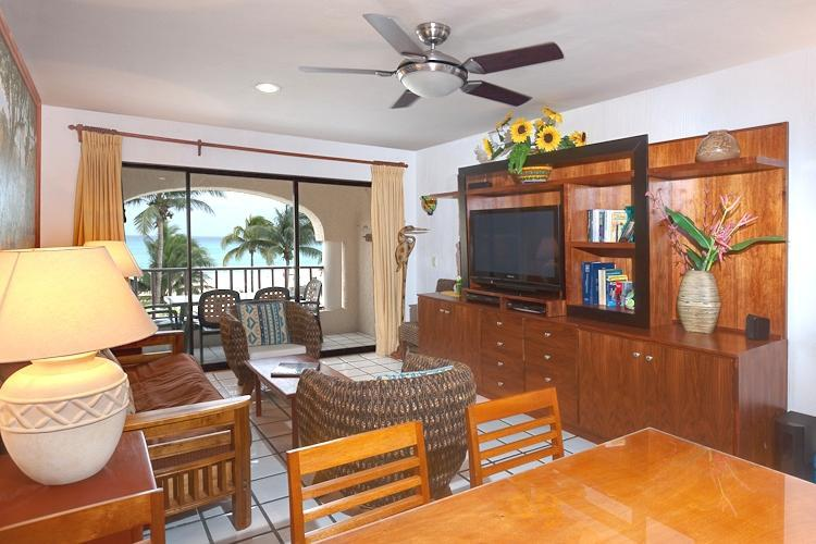 Dining-Living room-Terrace - Beachfront PH-Private sunning deck & BBQ! - Playa del Carmen - rentals