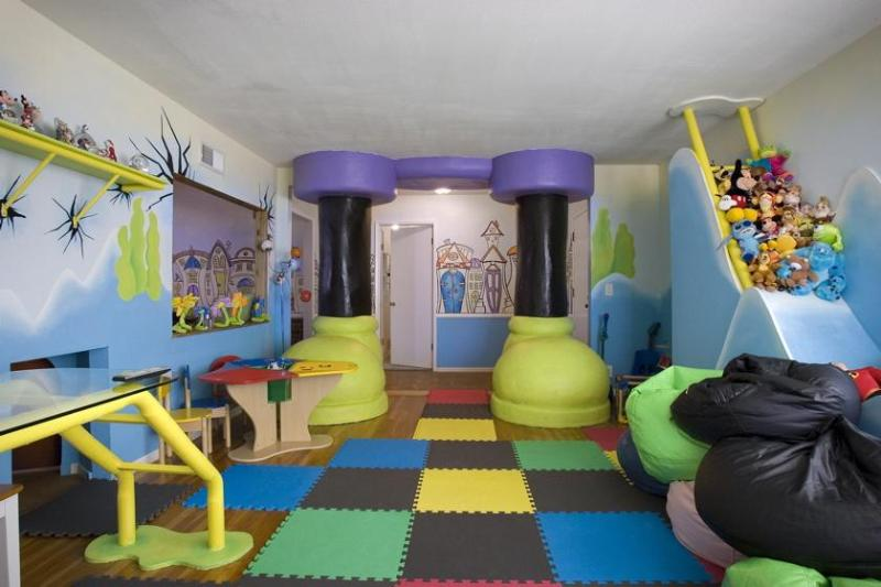 Playroom with giant cartoon feet - Disney Theme Home - where the KIDS want to stay! - Anaheim - rentals