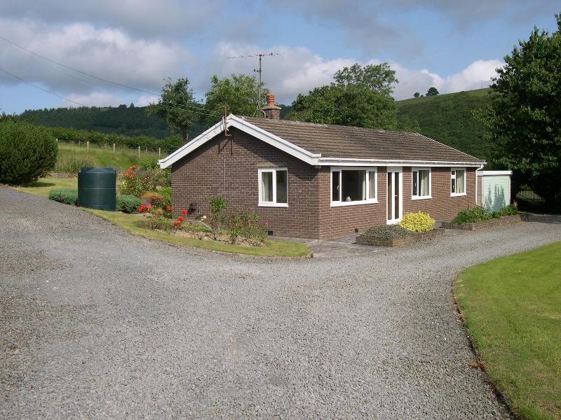 Llwynon - On- farm bungalow near Aberystwyth, sleeps 5 dog friendly. - Aberystwyth - rentals
