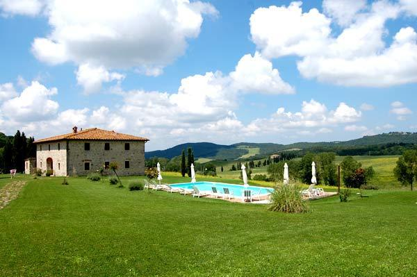 villa and pool - Villa le Ginepraie Excellent Vacation Rental in Tuscany - Volterra - rentals