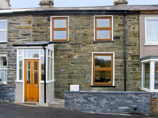 25 TYN Y MAES, family friendly, country holiday cottage, with a garden in Llan Ffestiniog, Ref 4396 - Image 1 - Llan Ffestiniog - rentals