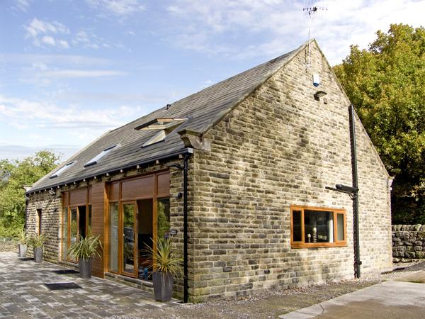 HOVE WOOD VIEW, pet friendly, country holiday cottage, with a garden in Cragg Vale , Ref 4370 - Image 1 - Hebden Bridge - rentals