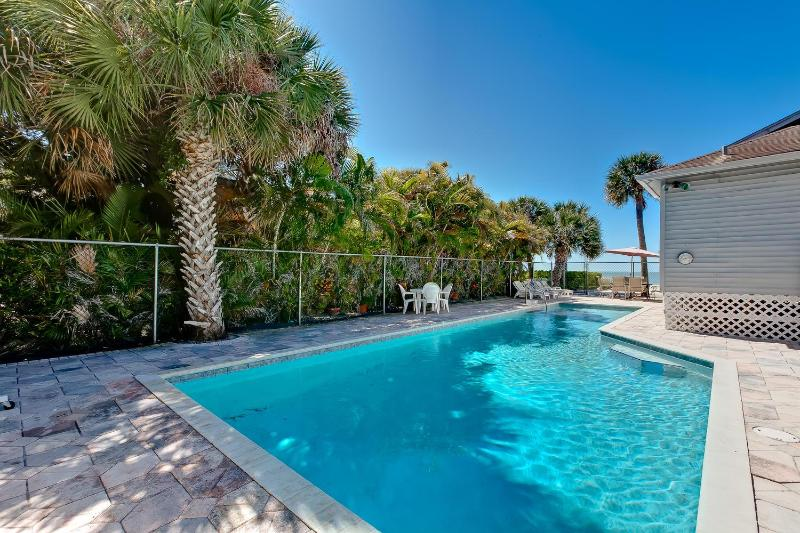 Pool - Sunset Paradise Home-Directly on Beach- Private 46' Pool and Hot Tub - Fort Myers Beach - rentals