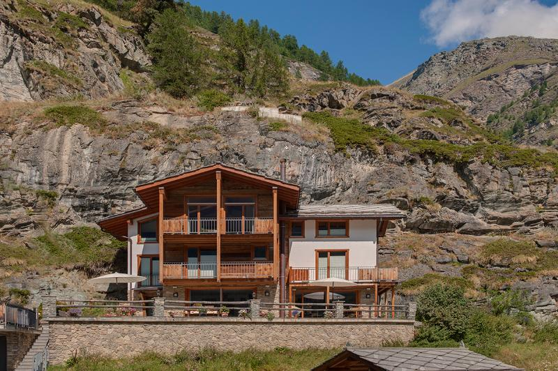 A luxurious freestanding three storey independent chalet with 4 double bedrooms, 3 bathrooms. - Chalet Ibron Mountain Exposure Zermatt - independent freestanding, sauna - Zermatt - rentals