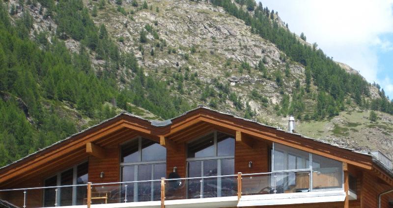 5 ensuite bedrooms and large living room with fireplace. - The Zermatt Lodge Mountain Exposure - Large Penthouse, Matterhorn View, Sauna - Zermatt - rentals