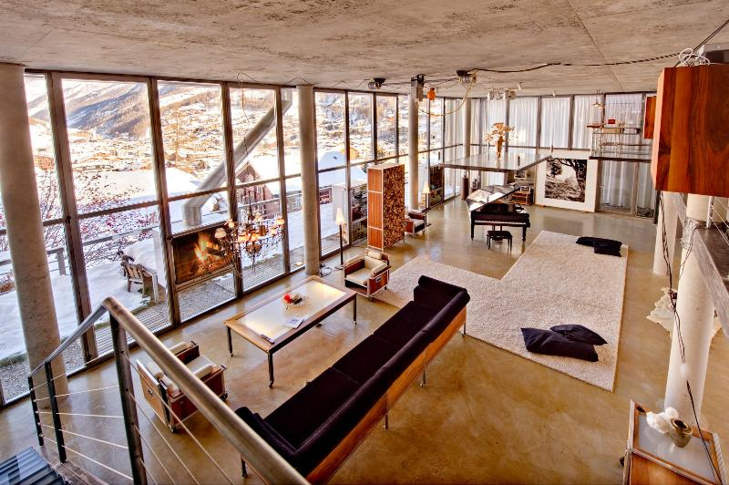 The living area provides a sense of space, light and closeness to nature - Heinz Julen Loft - coolest chalet in the Alps - Zermatt - rentals