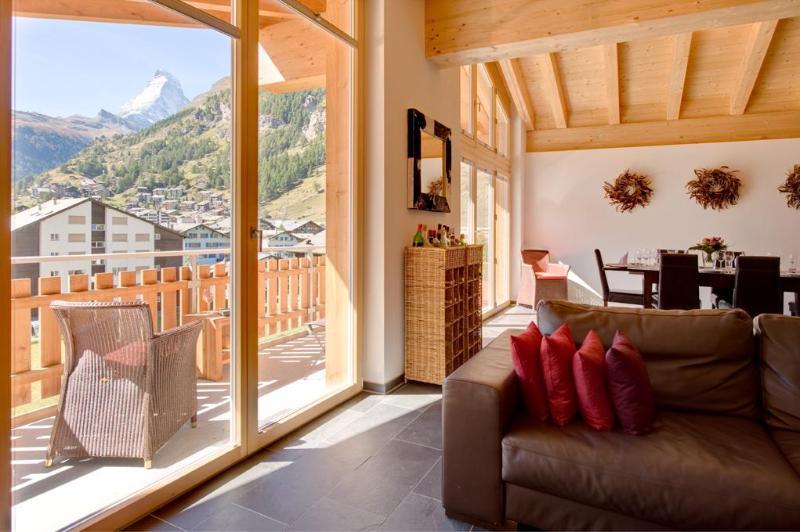 Living room with balcony and Matterhorn view - Penthouse Zeus Mountain Exposure Zermatt -  with Matterhorn and Village views - Zermatt - rentals