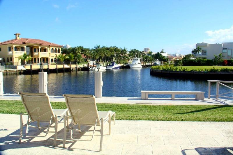 The amazing view ! - 4 Beds 3 baths Villa on Canal upscale community!M - Miami Beach - rentals