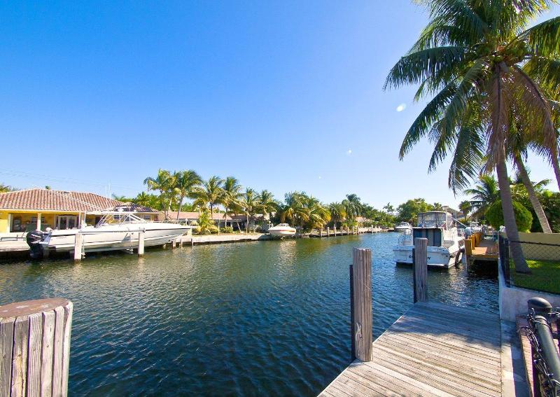 The view - 4 Beds 3 baths Villa on Canal upscale community!C - Miami Beach - rentals