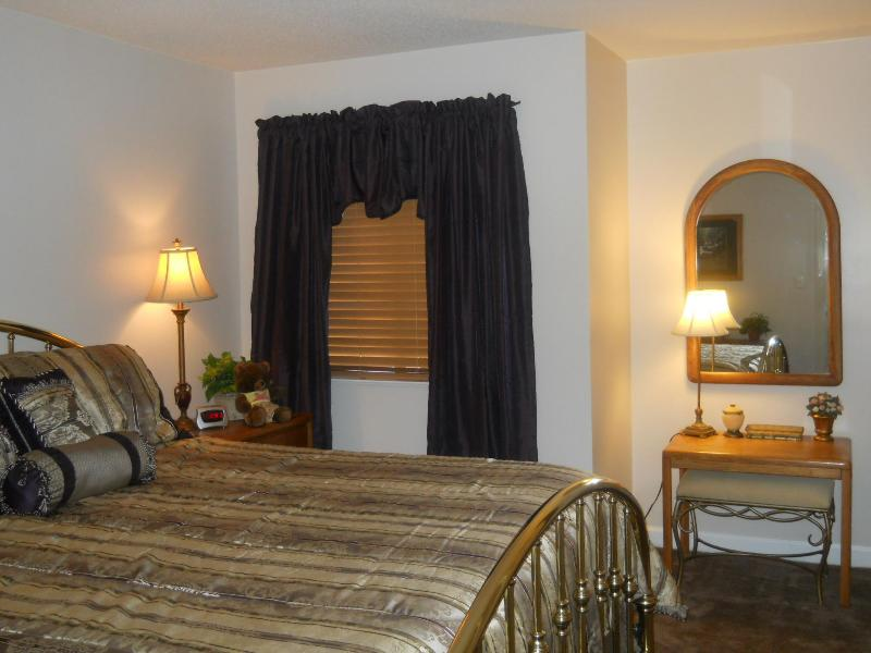 Master King Bedroom - 2BR/2BA Mountain-Top Condo-March special $50/ n - Gatlinburg - rentals