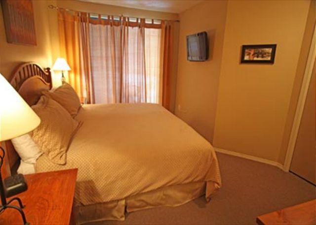 Bedroom 2 - Large Two Bedroom Ski-in Ski-out Blackcomb Accommodations in Greystone Lodge - Whistler - rentals
