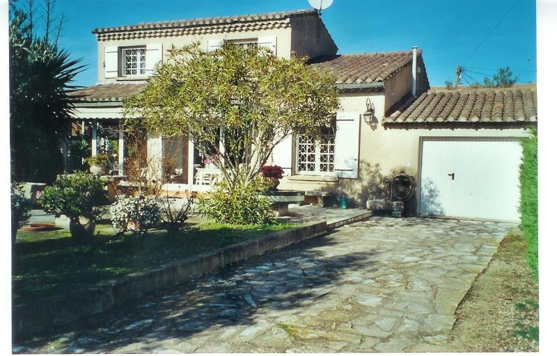 Landscaped garden, sunny terrasses - 2 Bedroom Villa with parking, garden 5 min center - Saint-Remy-de-Provence - rentals