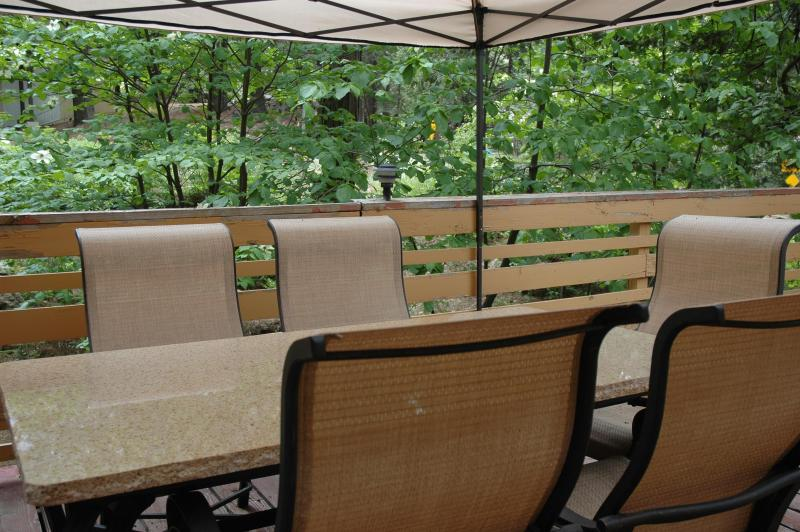 Enjoy the spacious deck surrounded by foliage - Brookside Cottage at Yosemite West Cottages - Yosemite National Park - rentals