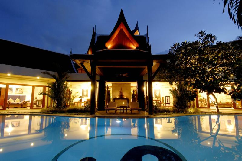 Night view main pavilion - 8 bedrooms villa with full service, next to beach - Thalang - rentals