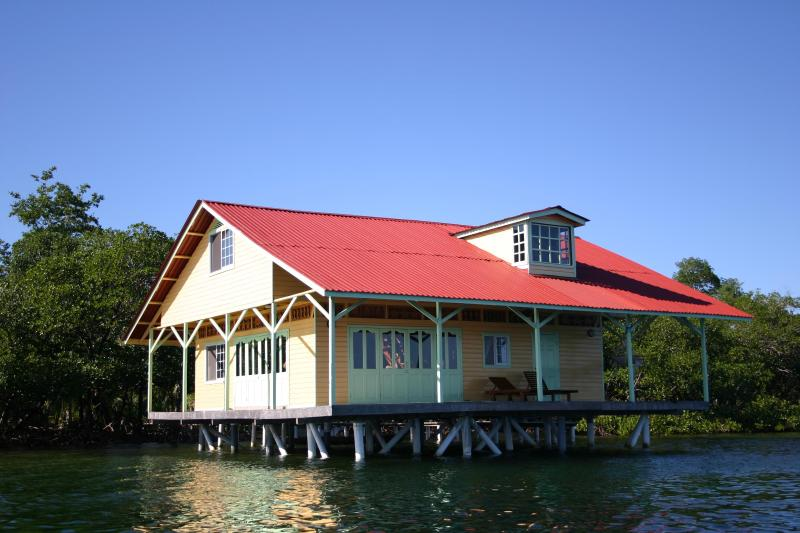 Coral View House - 10% DISCOUNT FOR JULY AND AUGUST! OVER THE WATER! - Isla Colon - rentals