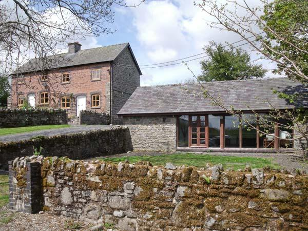 BYRDIR COTTAGE, pet friendly, character holiday cottage, with a garden in Rhayader, Ref 4383 - Image 1 - Rhayader - rentals