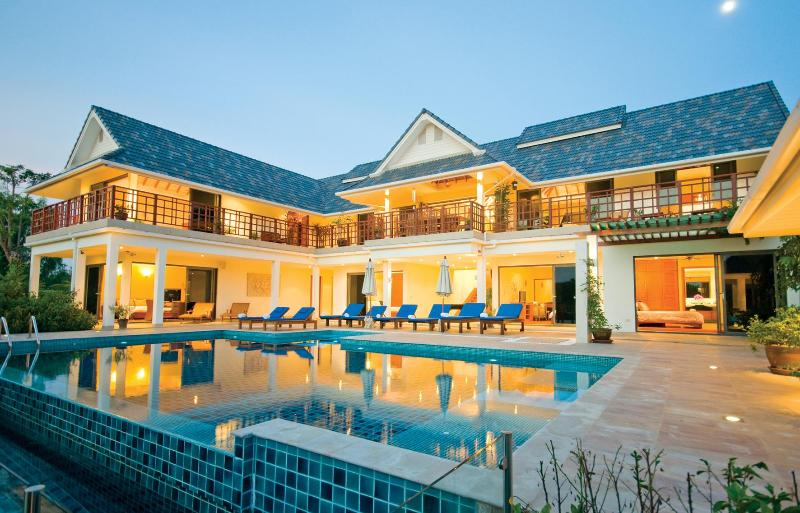 House at Twilight. Lower floor bedrooms  First floor balcony, Master Suite and Kitchen Living Areas - Icandi Hideaway-large modern & spacious villa in Hua Hin region.Sleeps up to 12 - Hua Hin - rentals