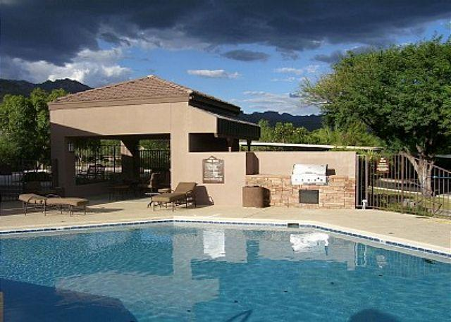 1 of 3 pools - 2nd floor 1 bedrm/den with private patio and Stunning Mountain Views! - Tucson - rentals