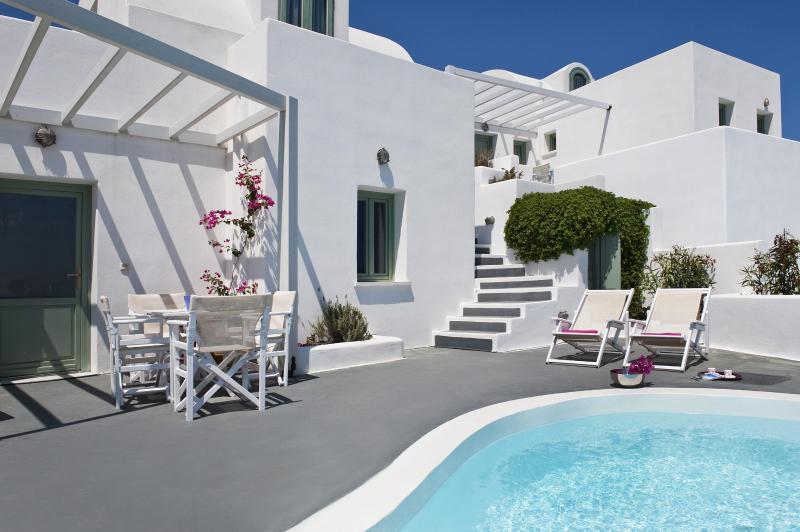 Pool and terrace - Akrotiri apartment with private pool and caldera view - Akrotiri - rentals