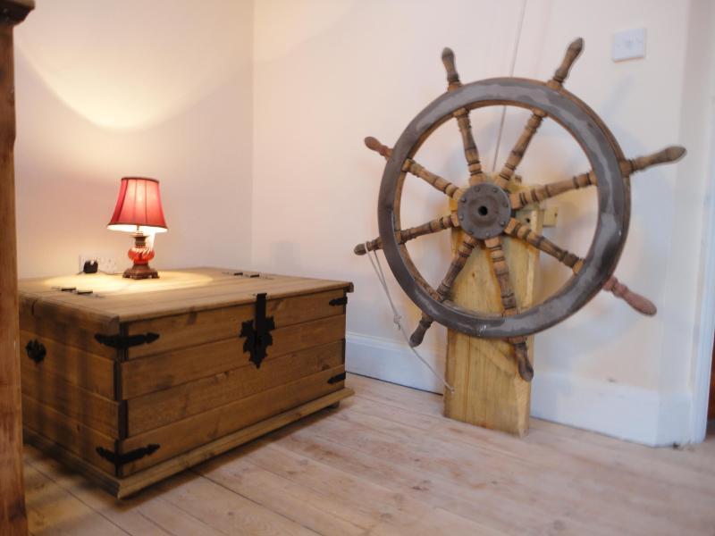 Oyster Lounge - jacuzzi, log burner & home cinema - Image 1 - Whitstable - rentals