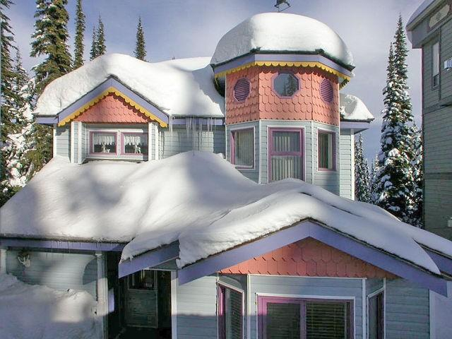 'ALPENGLOW'with all it's beautiful features. - ALPENGLOW Main House - Silver Star Mountain - rentals