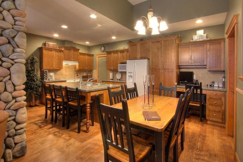 Fully equipped gourmet kitchen, with granite counters - TREETOPS SKI in and out 3 BR luxury Townhouse - Big White - rentals