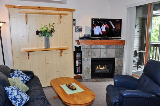 Living Rm. with Queen Murphy Bed 40 in. LCD/HDTV, NEW DVR in Nov 2013,Shomi (similar to Netflix), Video on Demand, access to hundreds of FREE movies and programs, I pod docking station, WiFi. - Popular Whistler Village North Location - Whistler - rentals
