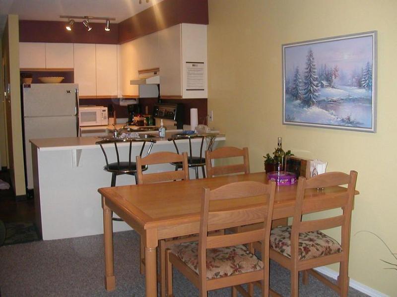 Kitchen/dining room - Leah Thomson & Mike Taschner - Whistler - rentals
