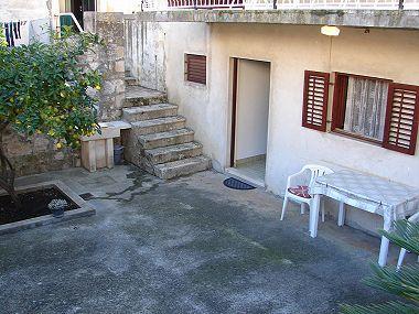 SA1(2+1): garden terrace - 02304VIS SA1(2+1) - Vis - Vis - rentals