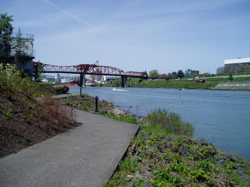 WALKING PATH 20 FEET FROM THE CONDO - Waterfront Pearl Home Away from Home - Portland - rentals