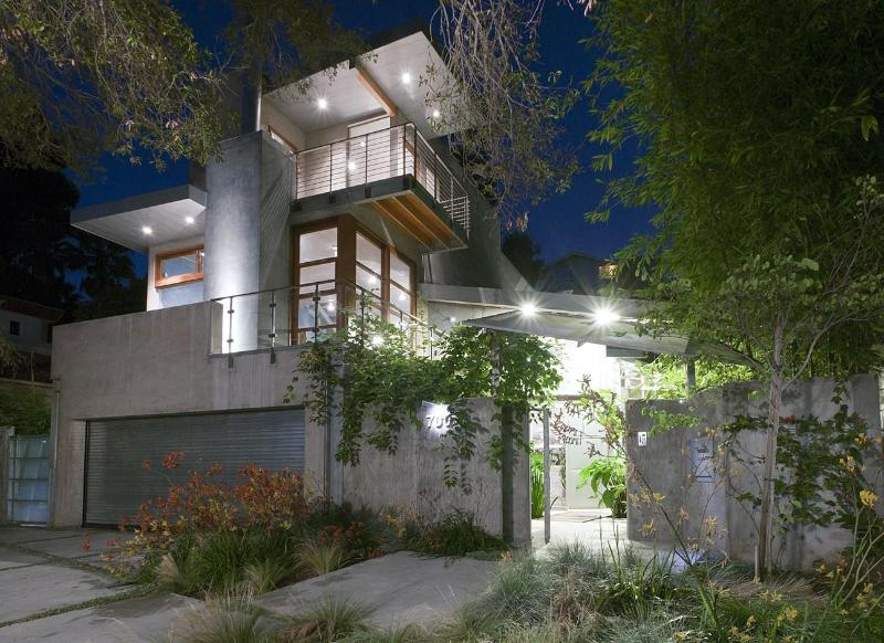 Front of House at Night - Museum Quality Architecture - Santa Monica - rentals