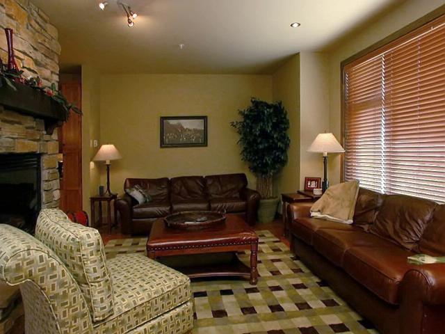Cozy and inviting living room. - Cheval Rouge West - British Columbia - rentals