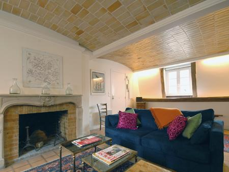 Living room view to fireplace (not in use) - 17th Century Maison - Central Marais sleeps 6 - Paris - rentals